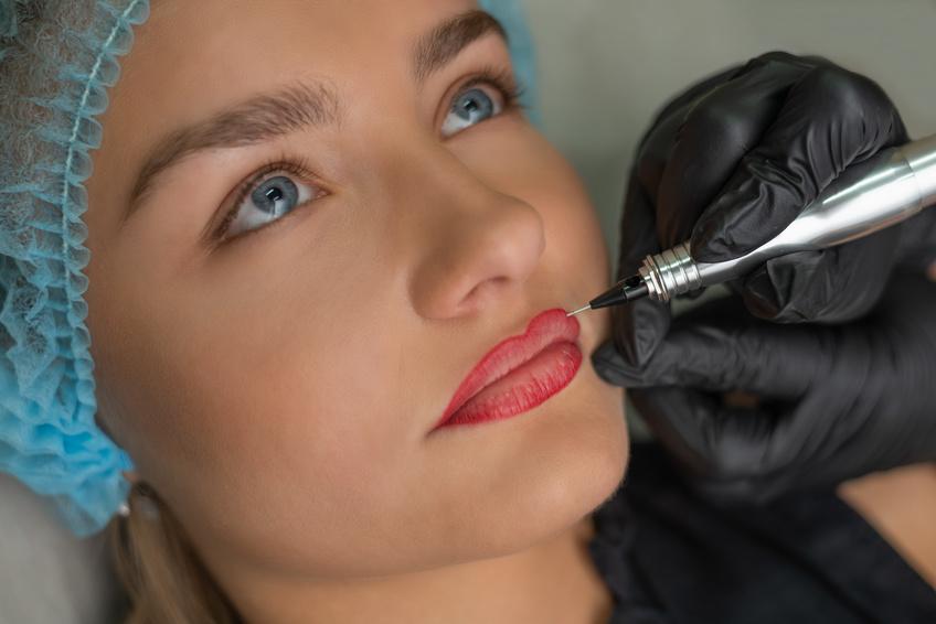 Contour des lèvres semi-permanent